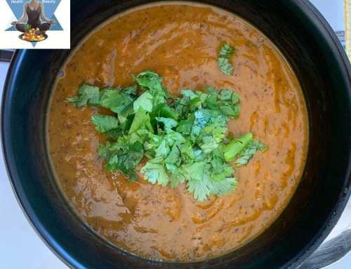 Kürbissuppe mit schwarzen Bohnen