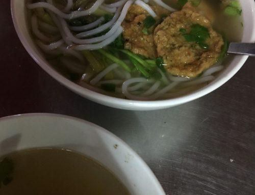 Vietnamesische Hühnerkraftsuppe